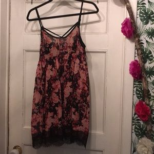 Baby doll top. Sz M . Floral print . Lace bottom